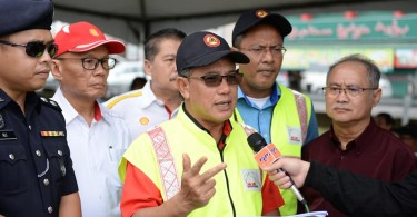 Rosli during the road safety advocacy week together with Sarawak Road Safety Council in Miri.
