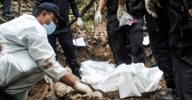 A forensic expert has questioned the entire excavation process and DNA testing of the Wang Kelian victims.