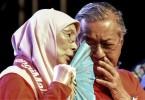 Datuk Seri Dr Wan Azizah Wan Ismail and Tun Dr Mahathir Mohamad.
