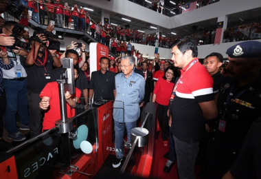 Tun Dr Mahathir Mohamad at RedQ, the AirAsia's headquarters.