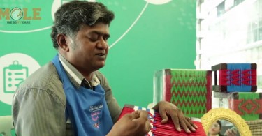"""""""Weaving is a lot like reading braille actually. You just have to feel the dents and notches of the mesh. Every pattern has a set number of dents. If you weave accordingly you can't go wrong,"""" said V. Saravanan, Malaysia's blind weaver."""