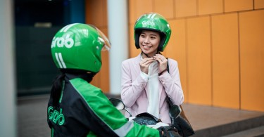 A GrabBike driver picks up a passenger. Singapore ride-hailing giant Grab last year generated a total of Rp 43 trillion (US$3.07 billion) in consumer surplus for its passengers in Greater Jakarta .