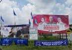 """One poster """"war"""" during the last general elections."""