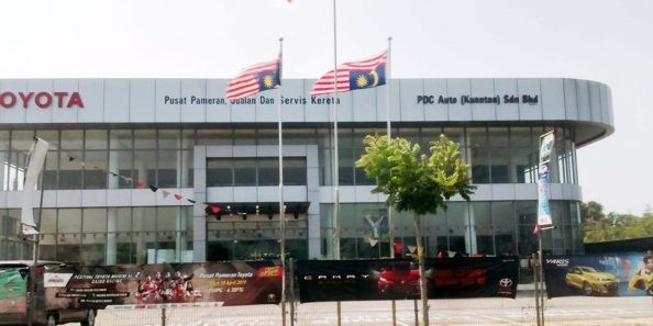 two inverted Jalur Gemilang flags in front of an authorised UMW Toyota dealer